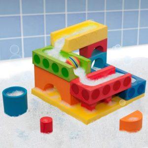 Byg en sej vandbane og gør badet lidt sjovere.